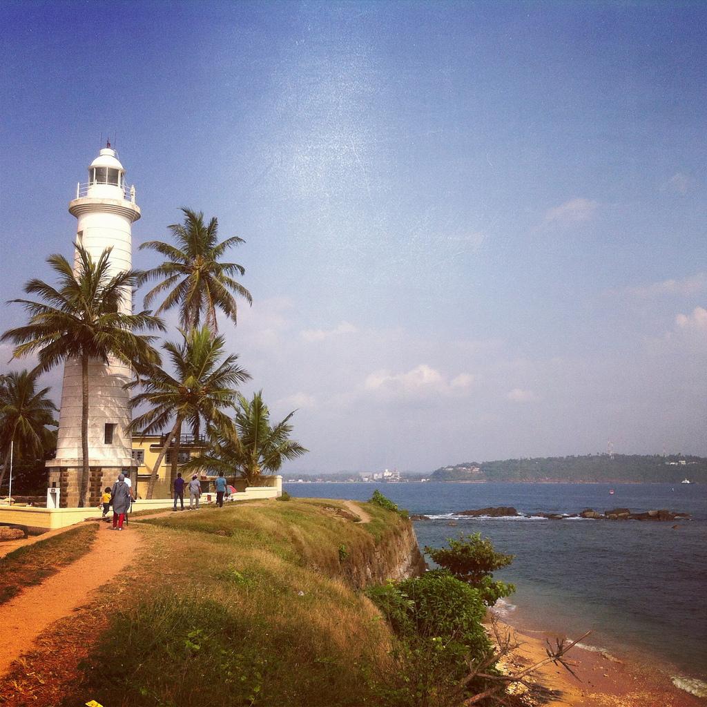 galle lighthouse slider pic 1